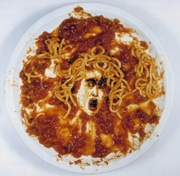 Медуза, нарисованная спагетти и соусом совреенное искусство курсы живописи